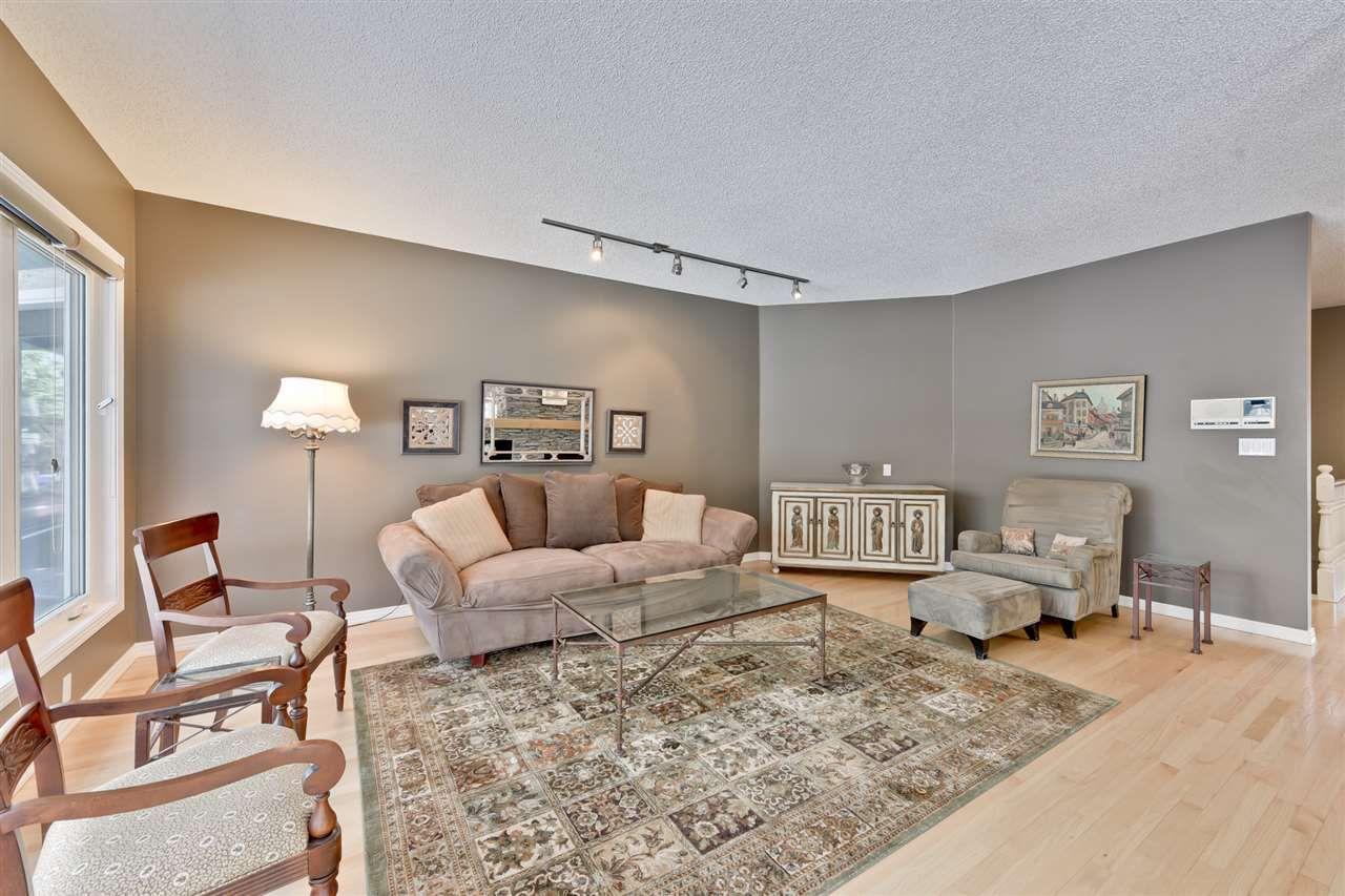 Main Photo: 880 WHEELER Road W in Edmonton: Zone 22 House for sale : MLS®# E4148545
