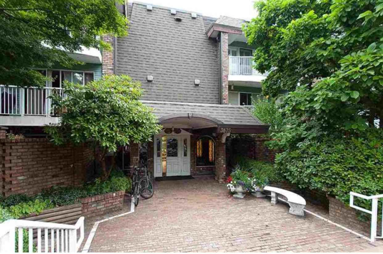 """Main Photo: 120 3875 W 4TH Avenue in Vancouver: Point Grey Condo for sale in """"LANDMARK JERICHO"""" (Vancouver West)  : MLS®# R2366257"""