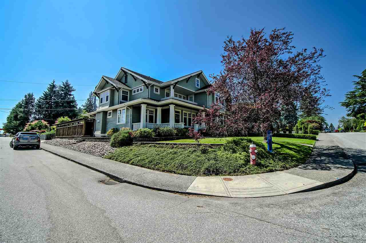 Photo 3: Photos: 902 CHILLIWACK Street in New Westminster: The Heights NW House for sale : MLS®# R2376935