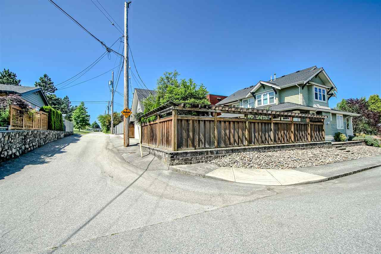 Photo 4: Photos: 902 CHILLIWACK Street in New Westminster: The Heights NW House for sale : MLS®# R2376935