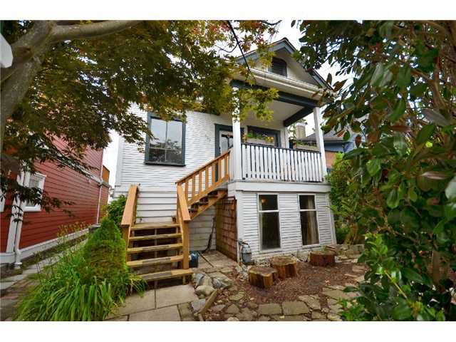 """Main Photo: 955 RINGWOOD Avenue in Vancouver: Fraser VE House for sale in """"Mountainview Village"""" (Vancouver East)  : MLS®# V895815"""