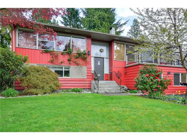 """Main Photo: 2744 HOSKINS Road in North Vancouver: Westlynn Terrace House for sale in """"WESTLYNN TERRACE"""" : MLS®# V1060810"""