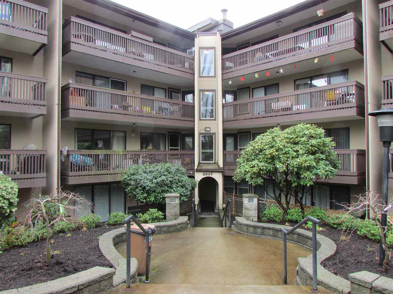 """Main Photo: 217 9847 MANCHESTER Drive in Burnaby: Cariboo Condo for sale in """"Barclay Woods"""" (Burnaby North)  : MLS®# R2041782"""