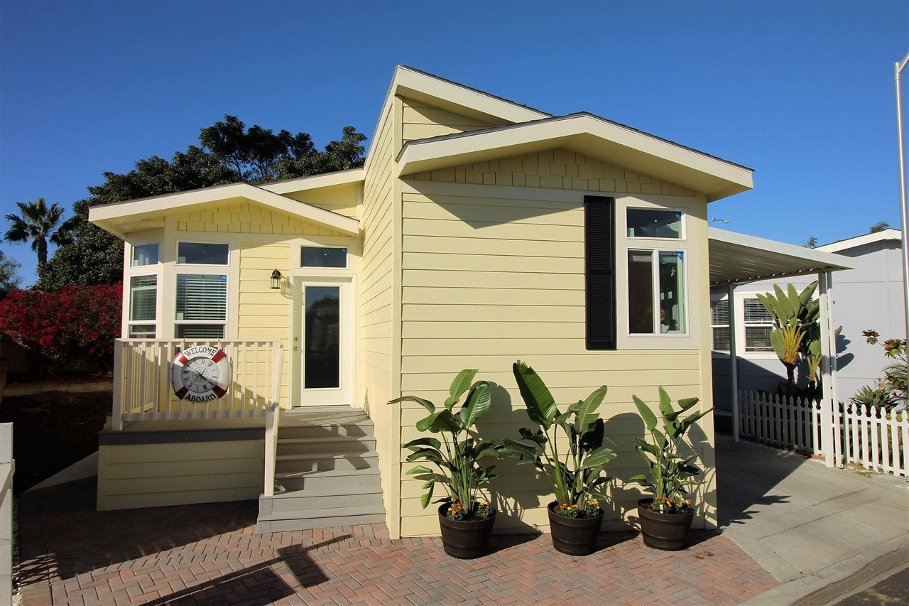 Main Photo: CARLSBAD SOUTH Manufactured Home for sale : 2 bedrooms : 7018 San Bartolo in Carlsbad