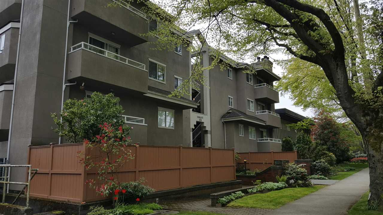 "Main Photo: 404 526 W 13TH Avenue in Vancouver: Fairview VW Condo for sale in ""SUNGATE"" (Vancouver West)  : MLS®# R2164919"