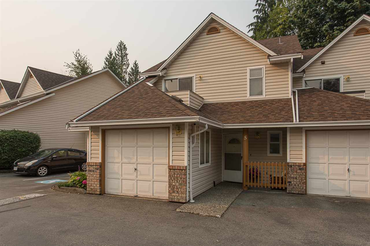 "Main Photo: 5 20699 120B Avenue in Maple Ridge: Northwest Maple Ridge Townhouse for sale in ""Gateway"" : MLS®# R2194345"
