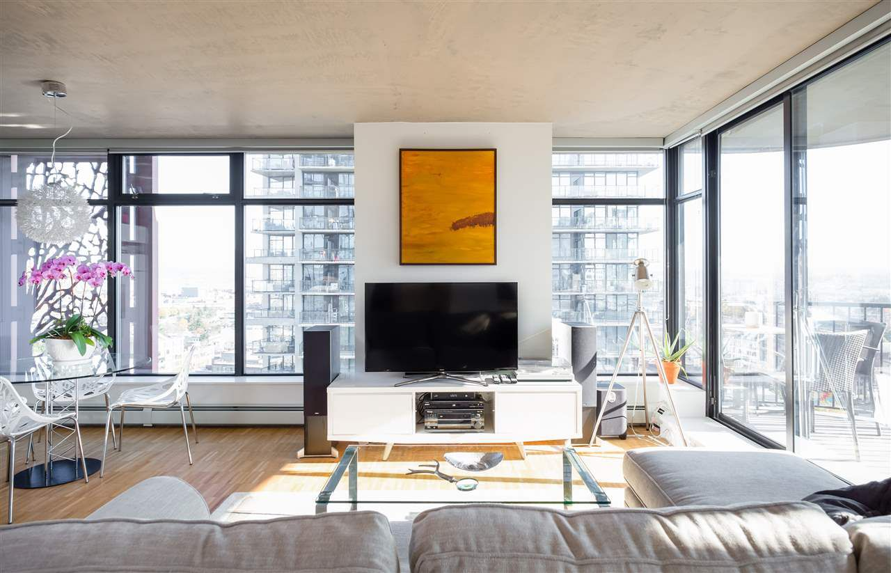 "Main Photo: 2106 128 W CORDOVA Street in Vancouver: Downtown VW Condo for sale in ""WOODWARDS W43"" (Vancouver West)  : MLS®# R2222089"