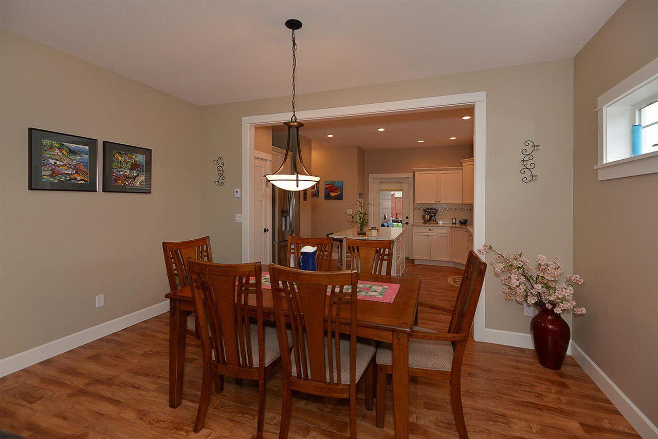 "Photo 6: Photos: 5454 MCCOURT Road in Sechelt: Sechelt District House for sale in ""Orca Vista"" (Sunshine Coast)  : MLS®# R2225248"