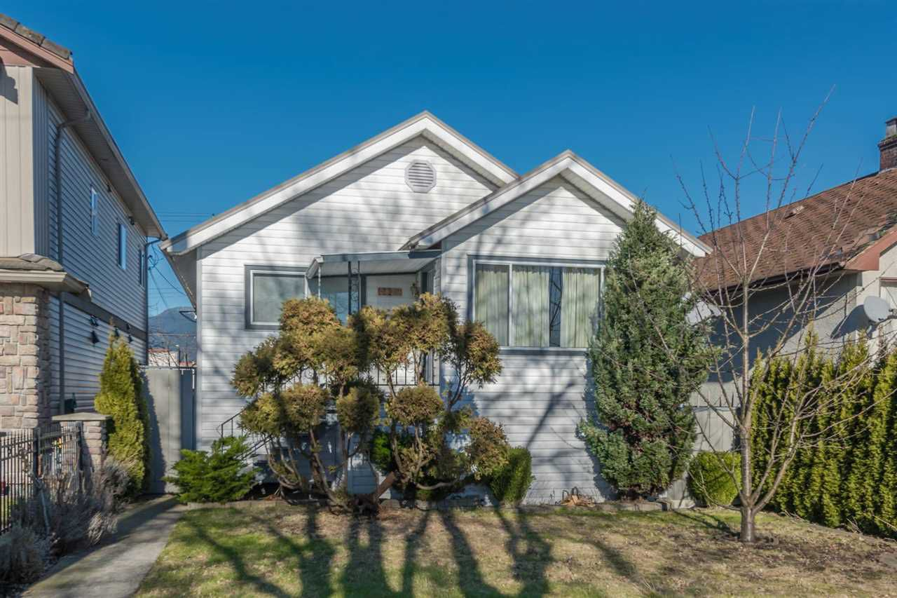 Main Photo: 2829 E Pender Street: House for sale : MLS®# R2135221