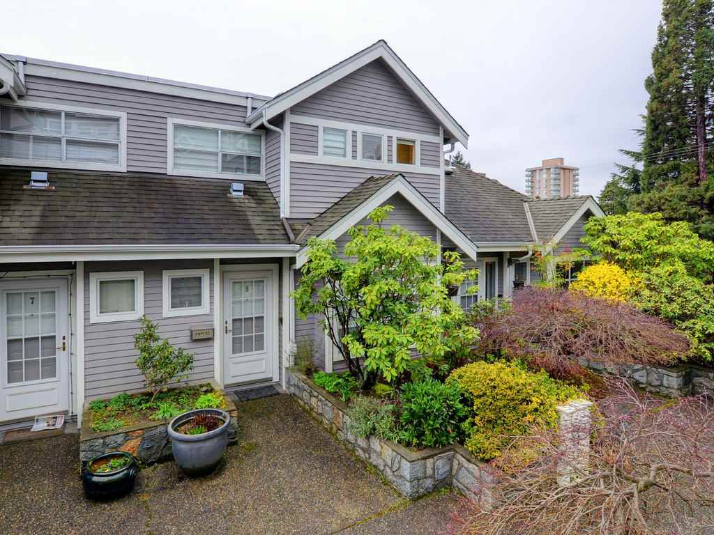 Main Photo: 8 700 ST. GEORGES Avenue in North Vancouver: Central Lonsdale Townhouse for sale : MLS®# R2329116