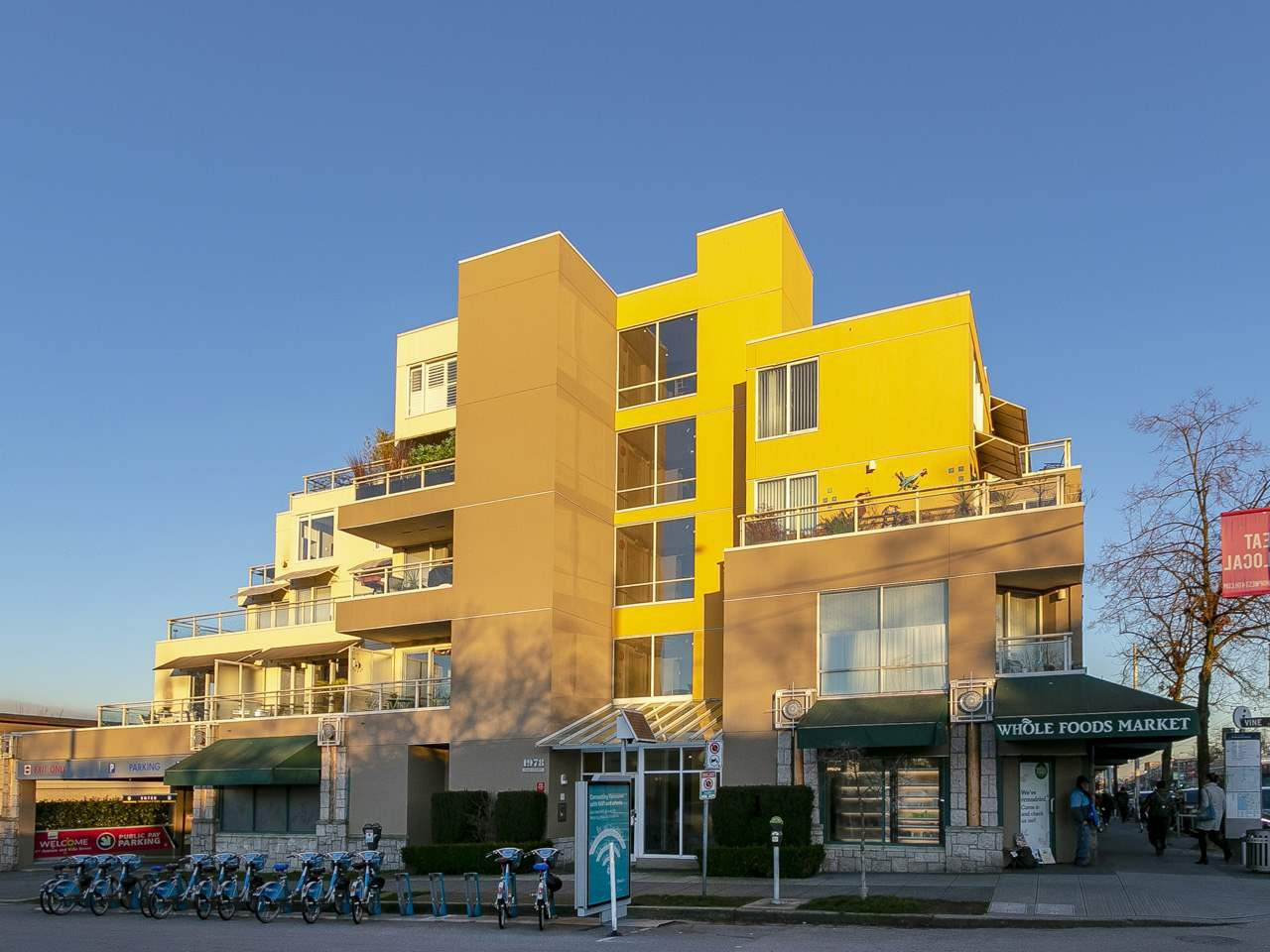 """Main Photo: 206 1978 VINE Street in Vancouver: Kitsilano Condo for sale in """"Capers Building"""" (Vancouver West)  : MLS®# R2339604"""