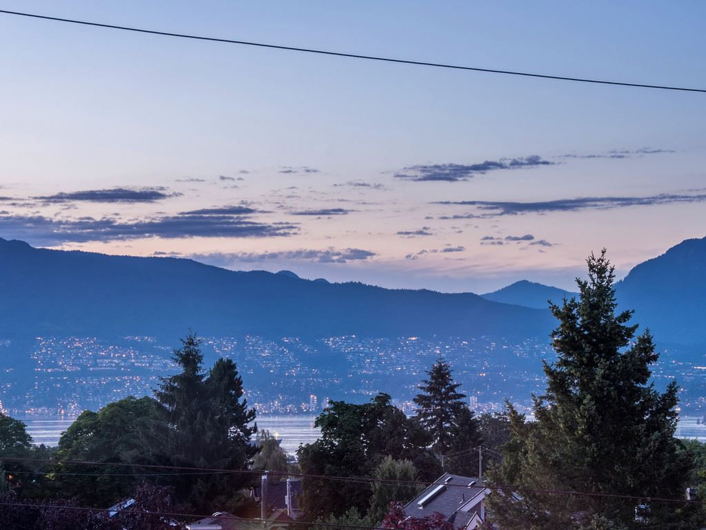 "Main Photo: 3711 W 24TH Avenue in Vancouver: Dunbar House for sale in ""DUNBAR"" (Vancouver West)  : MLS®# R2086786"