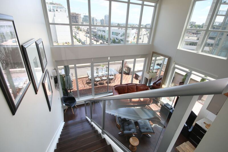 4 yrs old unique corner penthouse loft at heritage 'Maynards Block'! 270 degree view facing three directions from Southwest to Northeast. 834 over 1.5 stories+690sf wrap around balcony. 2 lockers & lrg parking!