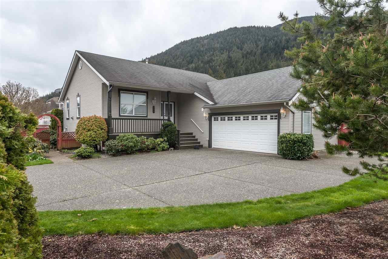 Main Photo: 354 WALNUT Avenue: Harrison Hot Springs House for sale : MLS®# R2158549