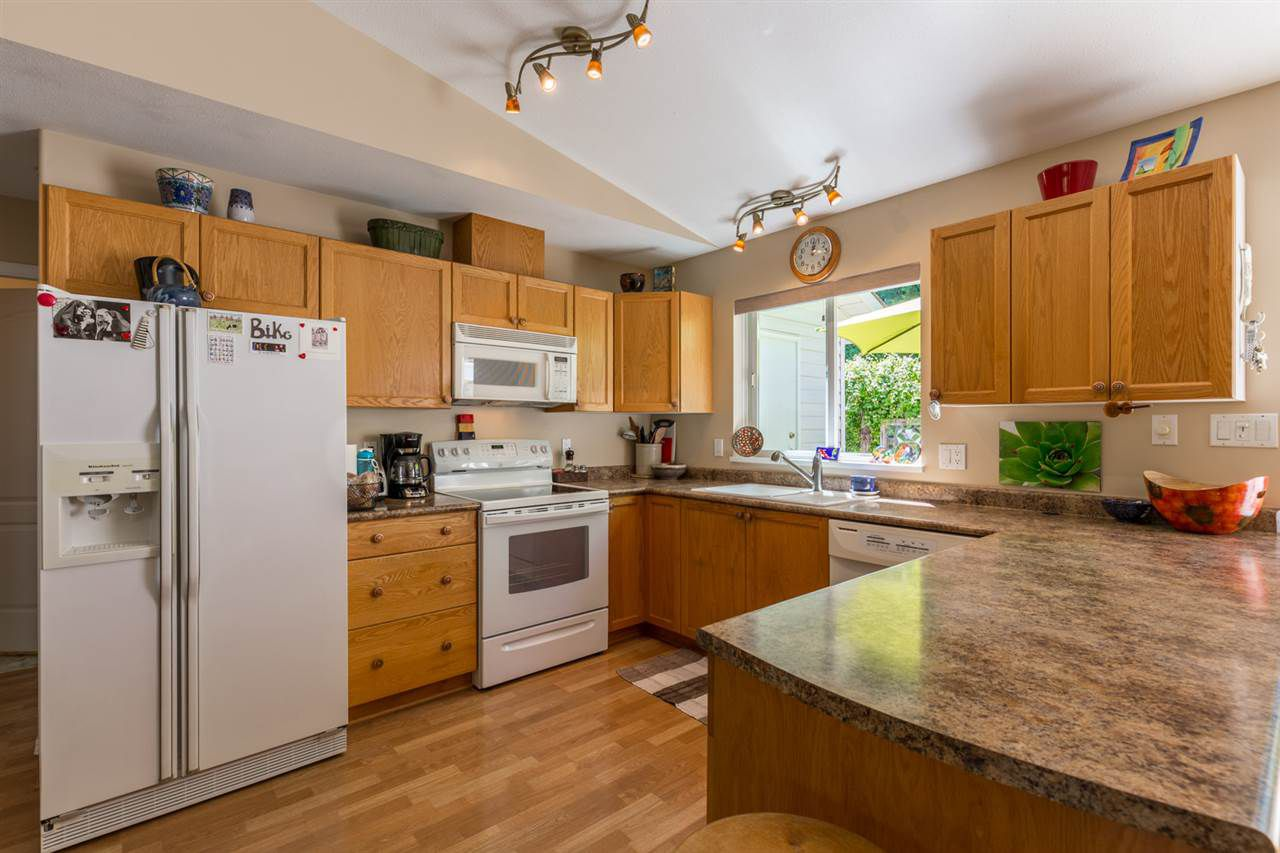 "Photo 4: Photos: 6317 JASPER Road in Sechelt: Sechelt District House for sale in ""WEST SECHELT"" (Sunshine Coast)  : MLS®# R2181767"