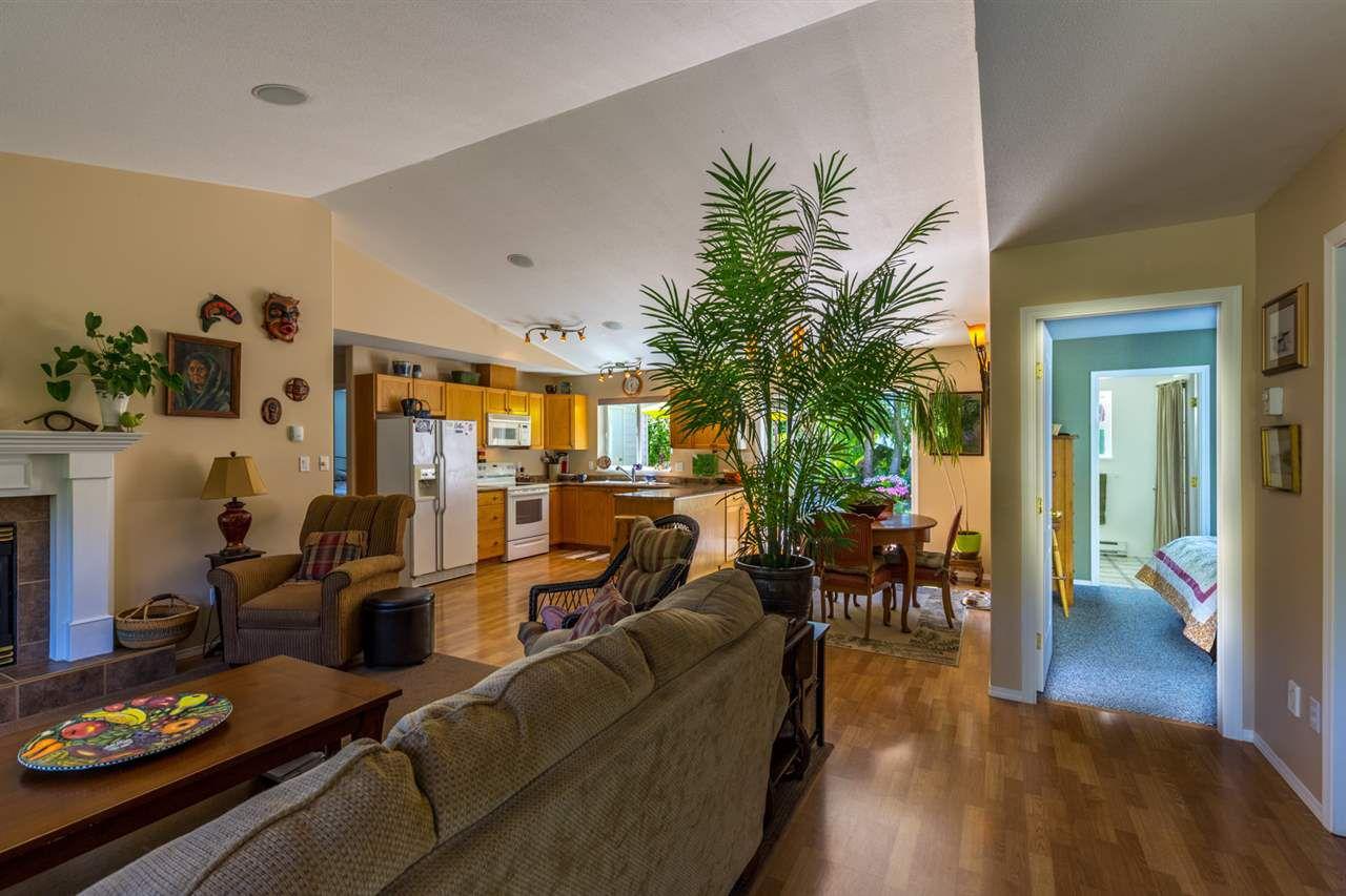 "Photo 3: Photos: 6317 JASPER Road in Sechelt: Sechelt District House for sale in ""WEST SECHELT"" (Sunshine Coast)  : MLS®# R2181767"
