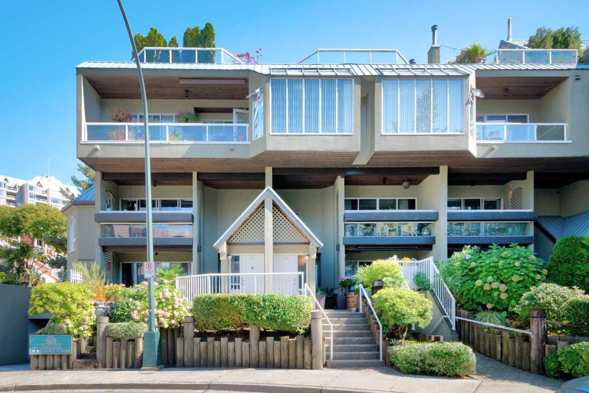 "Main Photo: 216 31 RELIANCE Court in New Westminster: Quay Condo for sale in ""QUAYWEST"" : MLS®# R2205038"
