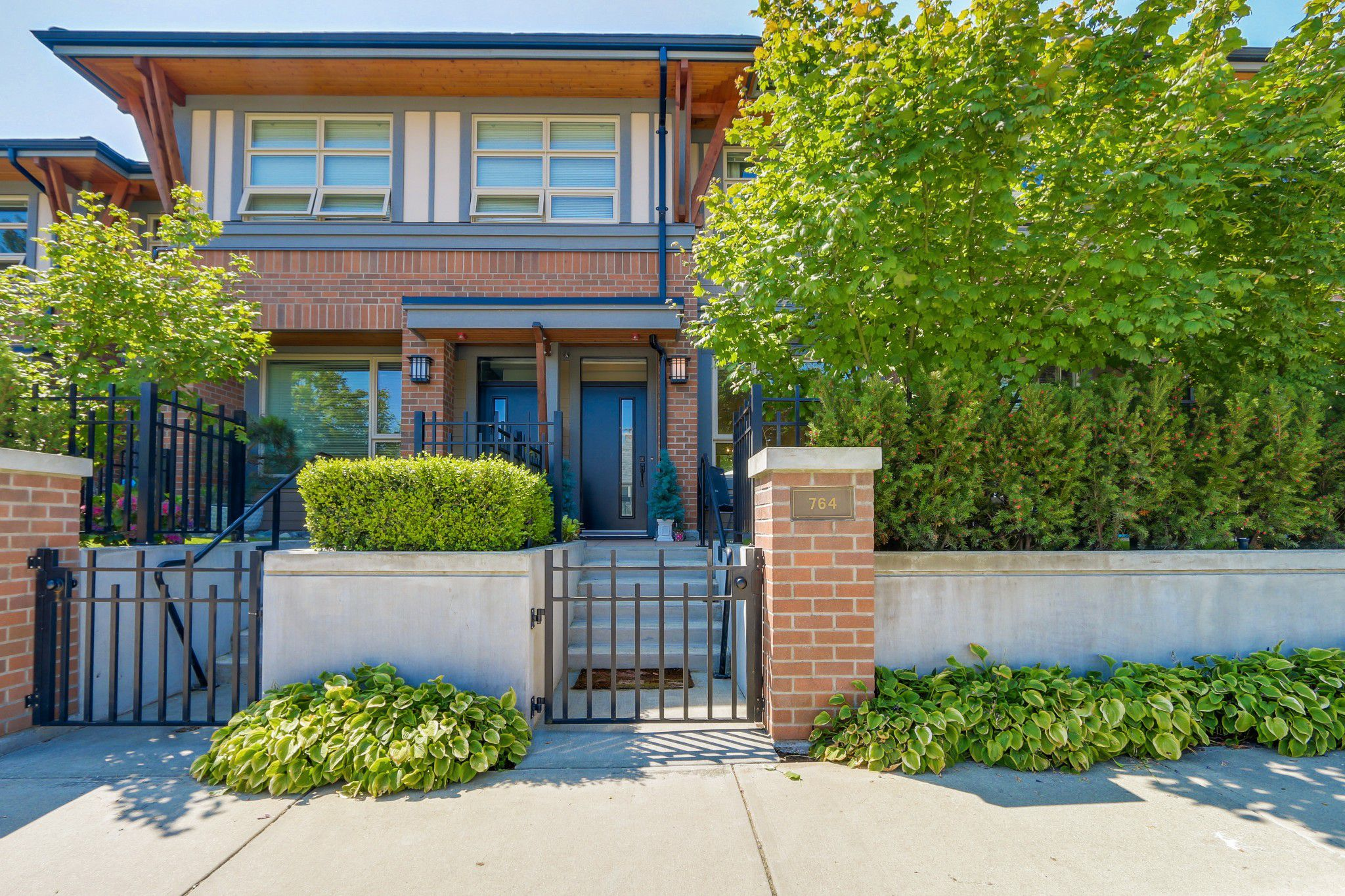 """Main Photo: 764 E 29TH Avenue in Vancouver: Fraser VE Townhouse for sale in """"CENTURY- THE SIGNATURE COLLECTION"""" (Vancouver East)  : MLS®# R2243463"""