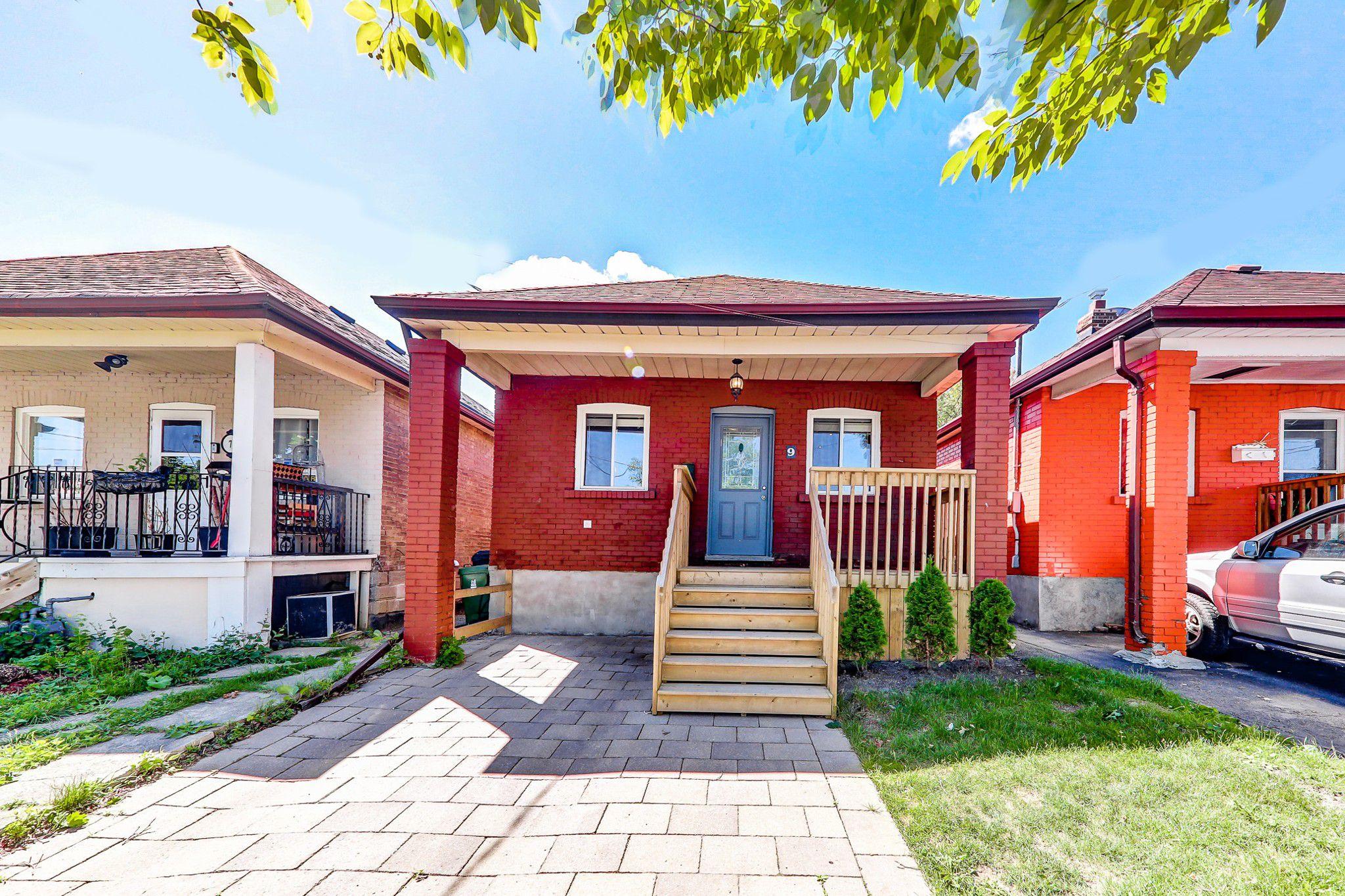 Main Photo: 9 Maple Bush Avenue in Toronto: Humberlea-Pelmo Park W4 House (Bungalow) for sale (Toronto W04)  : MLS®# W4180095