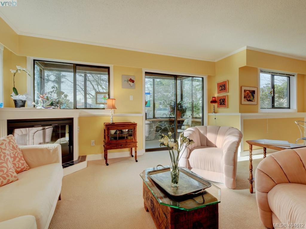 Main Photo:  in VICTORIA: OB Estevan Condo Apartment for sale (Oak Bay)  : MLS®# 404612