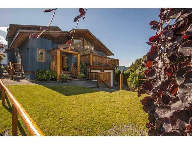 Main Photo: 2002 SMOKE BLUFF Road in Squamish: Hospital Hill House for sale : MLS®# V1033874