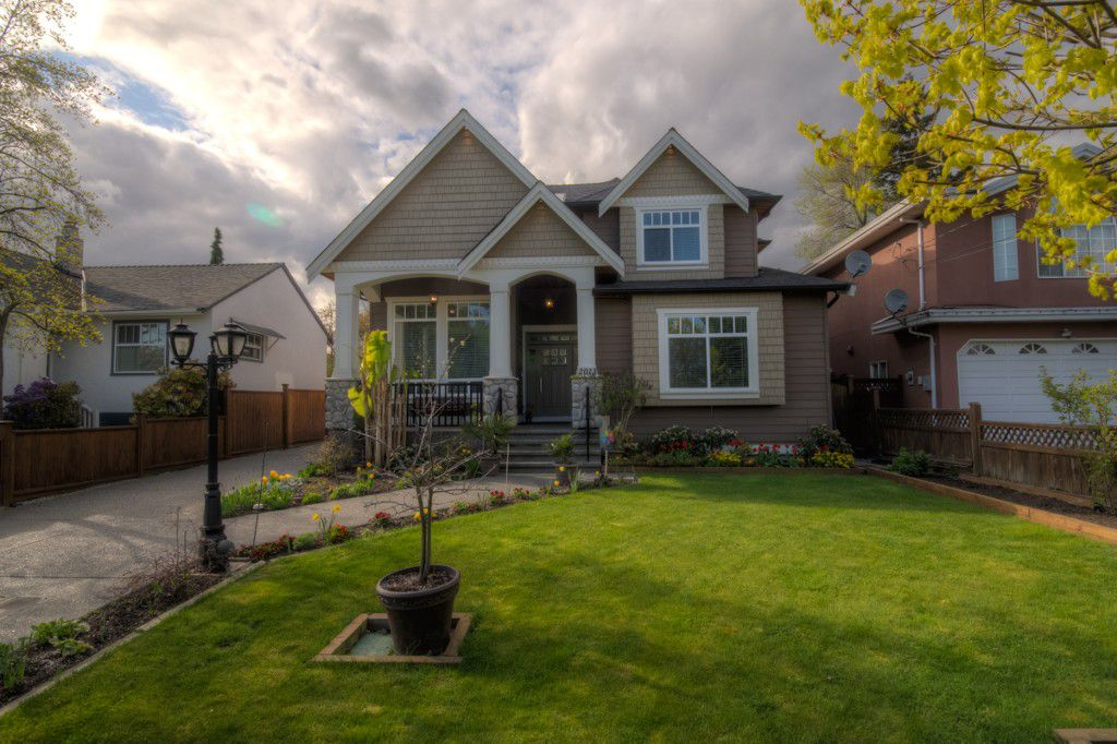 "Main Photo: 2013 EDINBURGH Street in New Westminster: Connaught Heights House for sale in ""CONNAUGHT HEIGHTS"" : MLS®# V1059391"