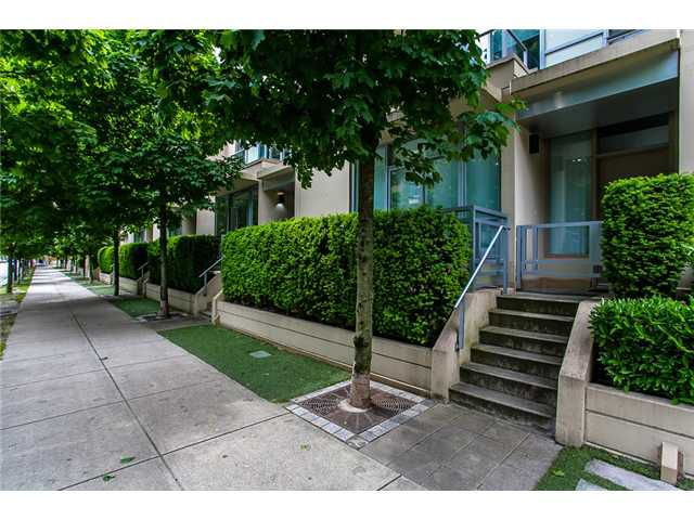 "Main Photo: 1005 RICHARDS Street in Vancouver: Downtown VW Townhouse for sale in ""Miro by Polygon"" (Vancouver West)  : MLS®# V1067925"