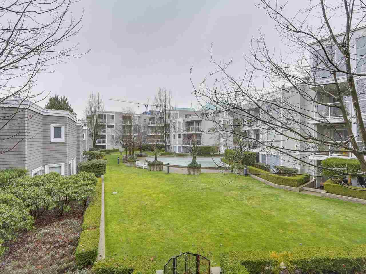 "Main Photo: 207 8450 JELLICOE Street in Vancouver: Fraserview VE Condo for sale in ""Boardwalk"" (Vancouver East)  : MLS®# R2239090"