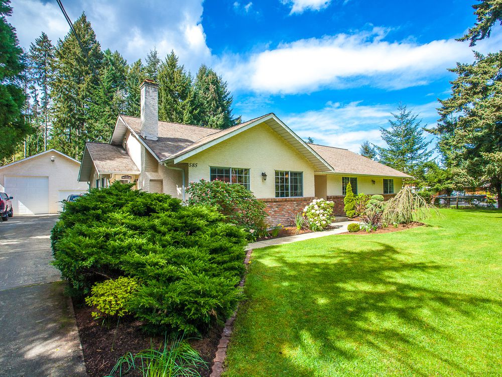 Main Photo: 585 Wain Rd in Parksville: House for sale : MLS®# 390236