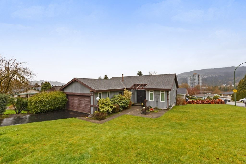 Main Photo: 3233 PINDA Drive in Port Moody: Port Moody Centre House for sale : MLS®# R2255979