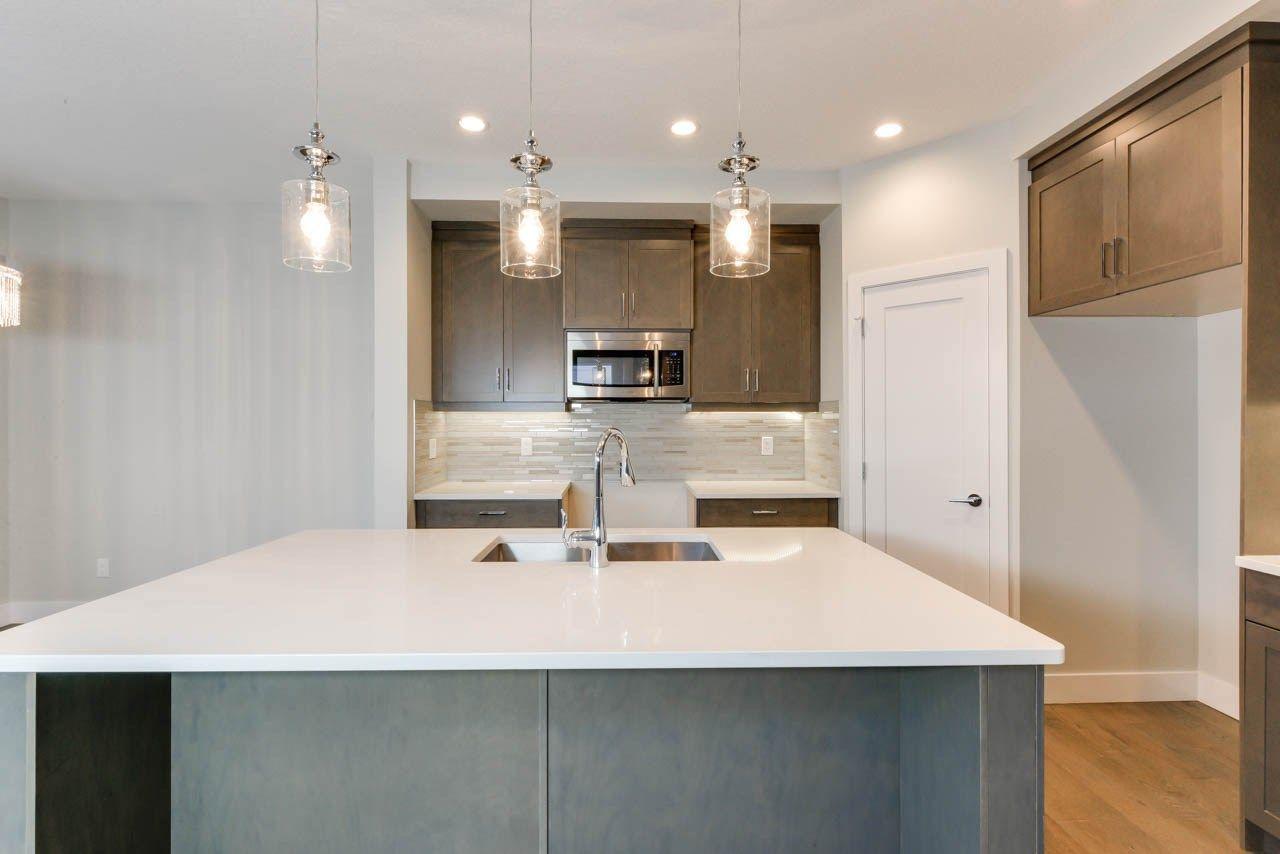 Photo 9: Photos: 15027 15 Street in Edmonton: Zone 35 House for sale : MLS®# E4135572