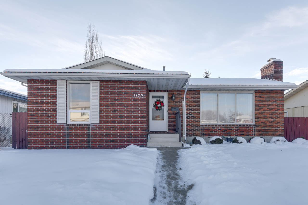 Main Photo: 11719 28 Avenue in Edmonton: Zone 16 House for sale : MLS®# E4138252