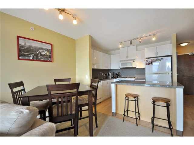 "Main Photo: 1505 155 W 1 Street in North Vancouver: Lower Lonsdale Condo for sale in ""TIME"" : MLS®# V891188"