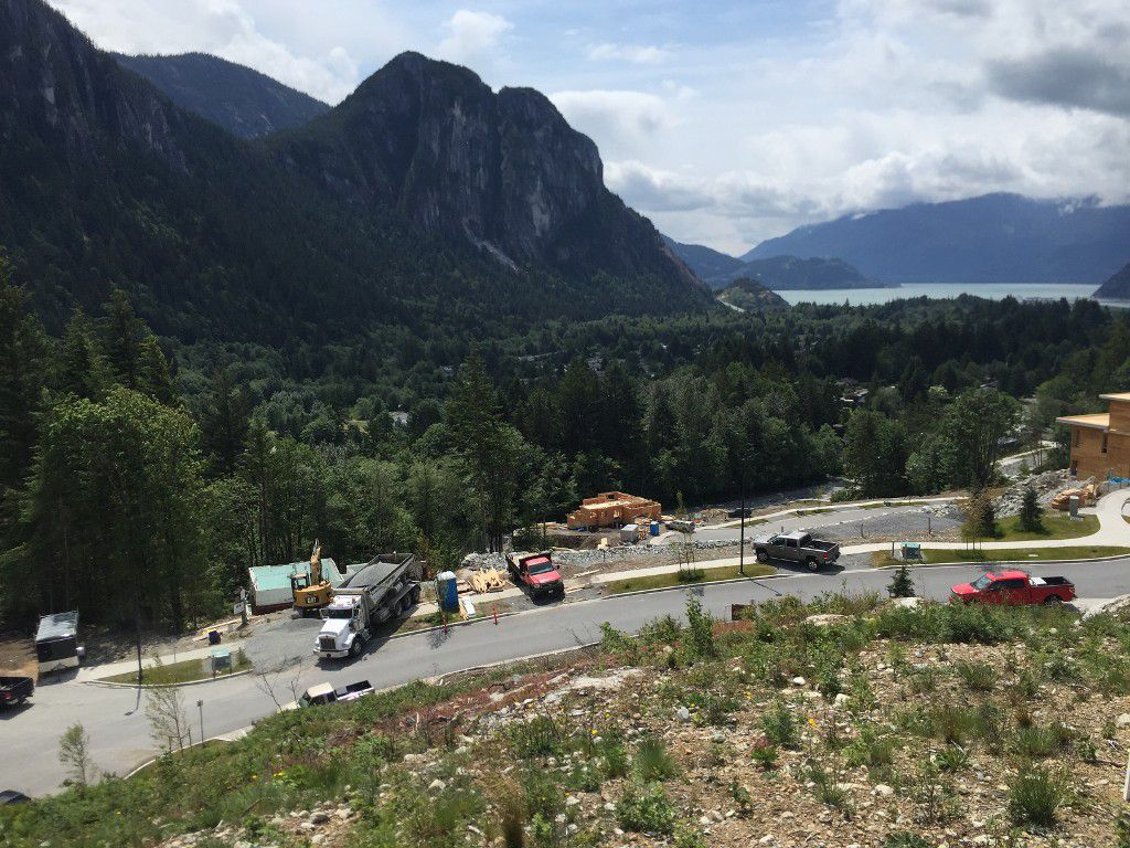 """Main Photo: 38574 HIGH CREEK Place in Squamish: Plateau Home for sale in """"Crumpit Woods"""" : MLS®# R2073848"""