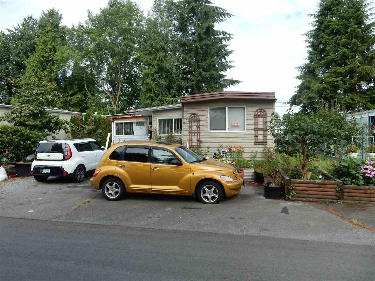 "Main Photo: 15 15820 FRASER Highway in Surrey: Fleetwood Tynehead Manufactured Home for sale in ""Greentree Estates"" : MLS®# R2088242"