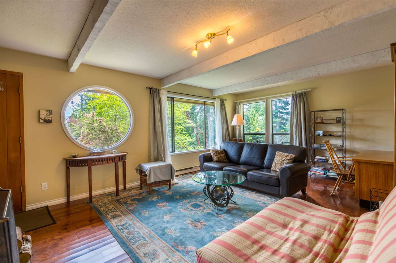 Photo 2: Photos: 8080 SOUTHWOOD Road in Halfmoon Bay: Halfmn Bay Secret Cv Redroofs House for sale (Sunshine Coast)  : MLS®# R2166710