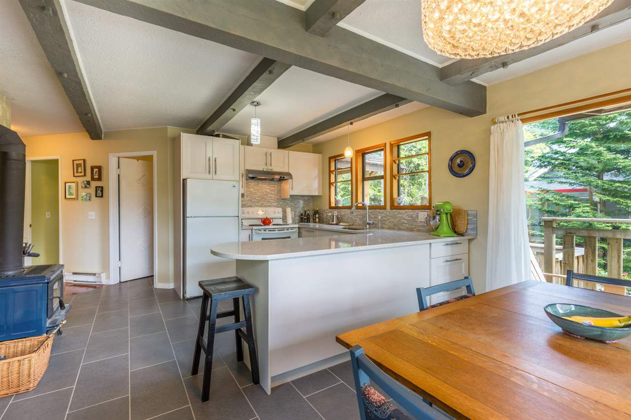 Photo 6: Photos: 8080 SOUTHWOOD Road in Halfmoon Bay: Halfmn Bay Secret Cv Redroofs House for sale (Sunshine Coast)  : MLS®# R2166710