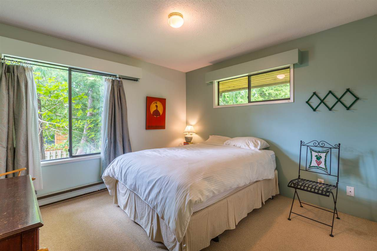 Photo 9: Photos: 8080 SOUTHWOOD Road in Halfmoon Bay: Halfmn Bay Secret Cv Redroofs House for sale (Sunshine Coast)  : MLS®# R2166710
