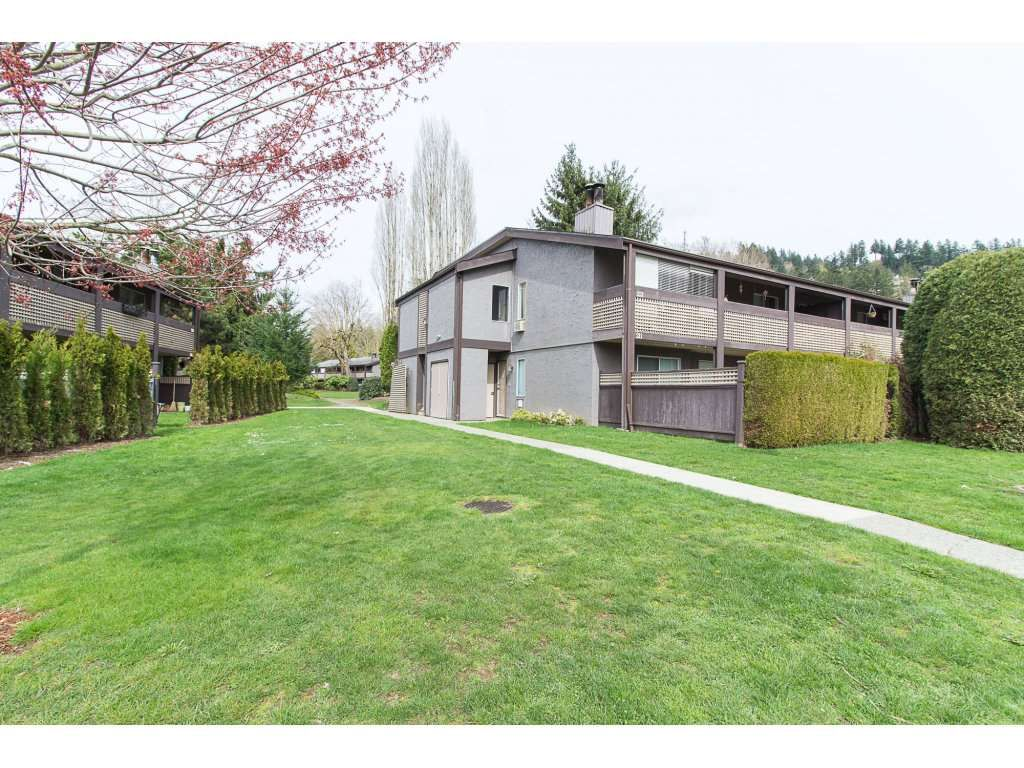 "Main Photo: 214 34909 OLD YALE Road in Abbotsford: Abbotsford East Townhouse for sale in ""The Gardens~"" : MLS®# R2254662"