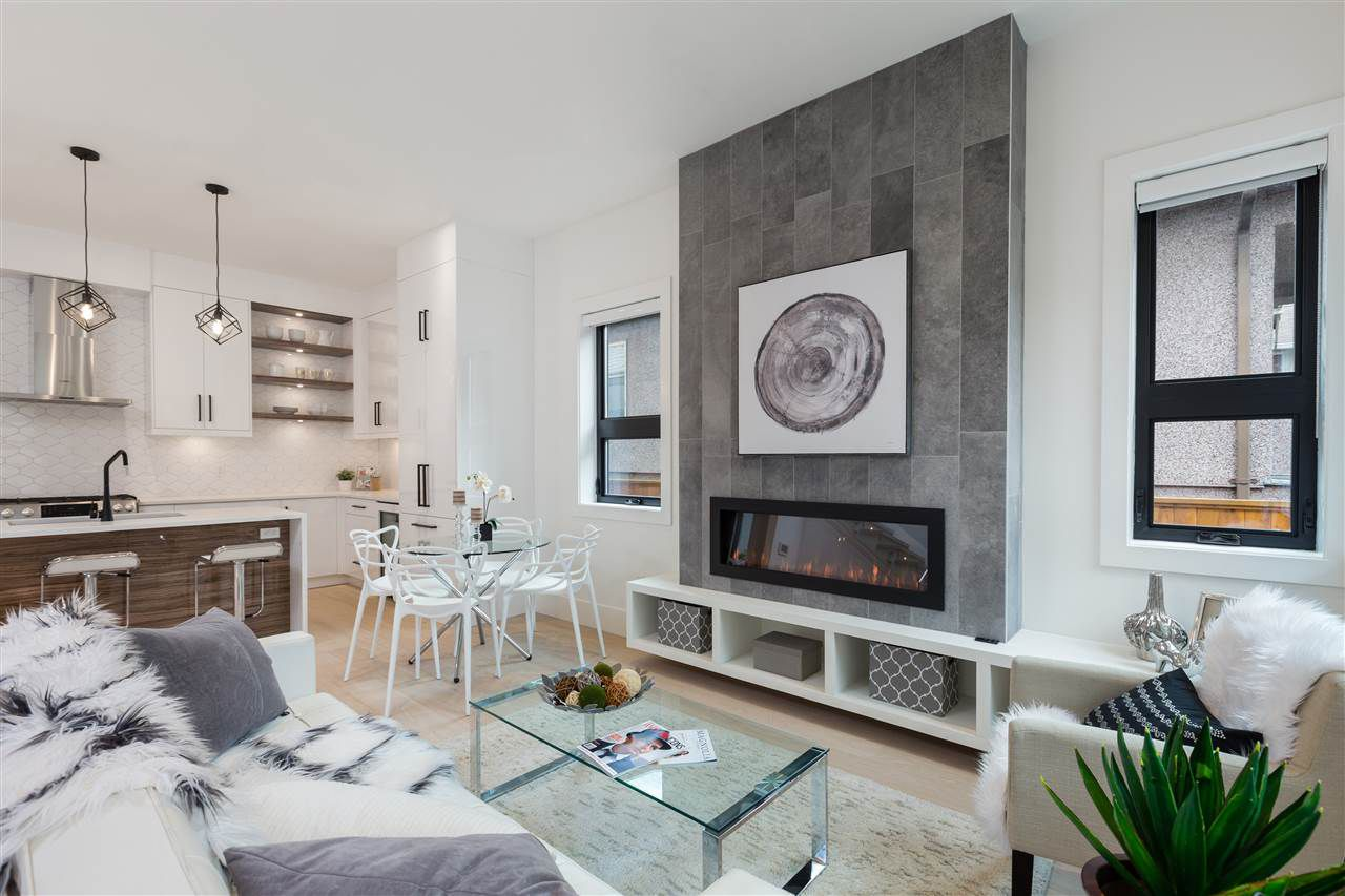Main Photo: 958 E 10TH Avenue in Vancouver: Mount Pleasant VE House 1/2 Duplex for sale (Vancouver East)  : MLS®# R2304192