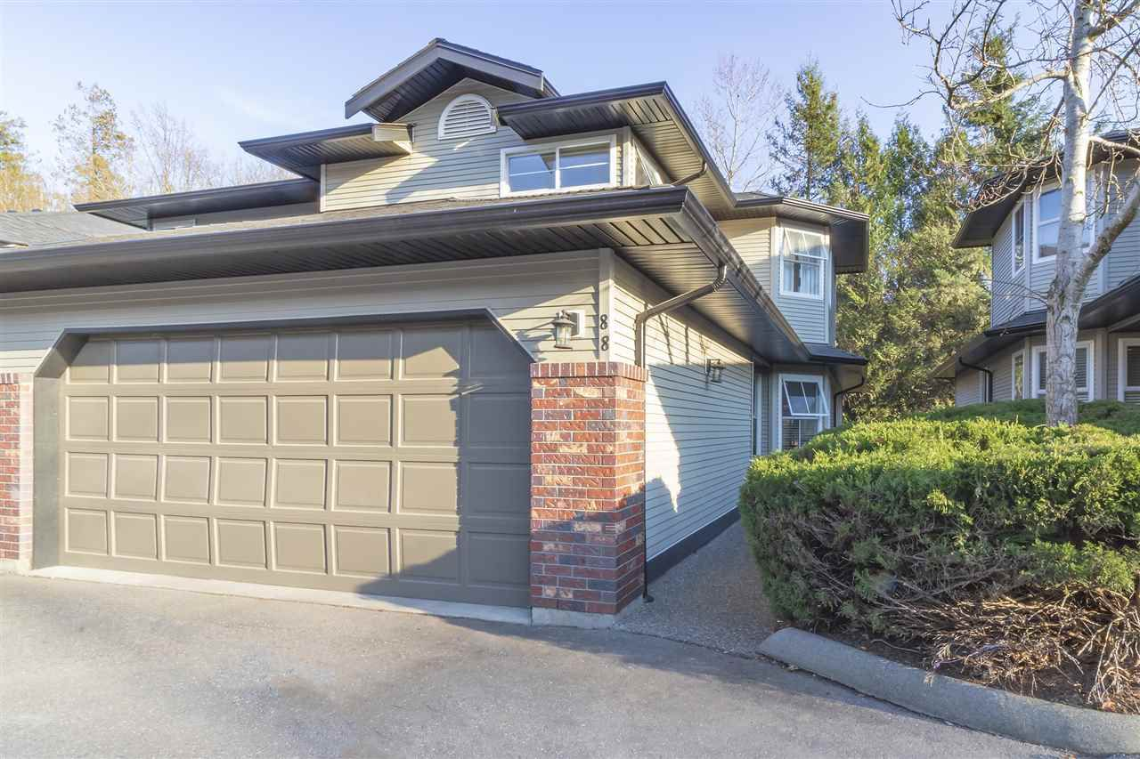 """Main Photo: 88 36060 OLD YALE Road in Abbotsford: Abbotsford East Townhouse for sale in """"MOUNTAIN VIEW VILLAGE"""" : MLS®# R2351256"""