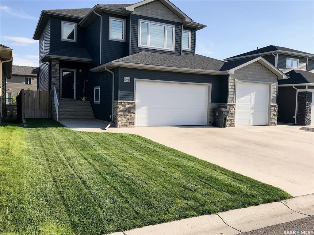 Main Photo: 204 Valley Meadow Court in Swift Current: Sask Valley Residential for sale : MLS®# SK763802