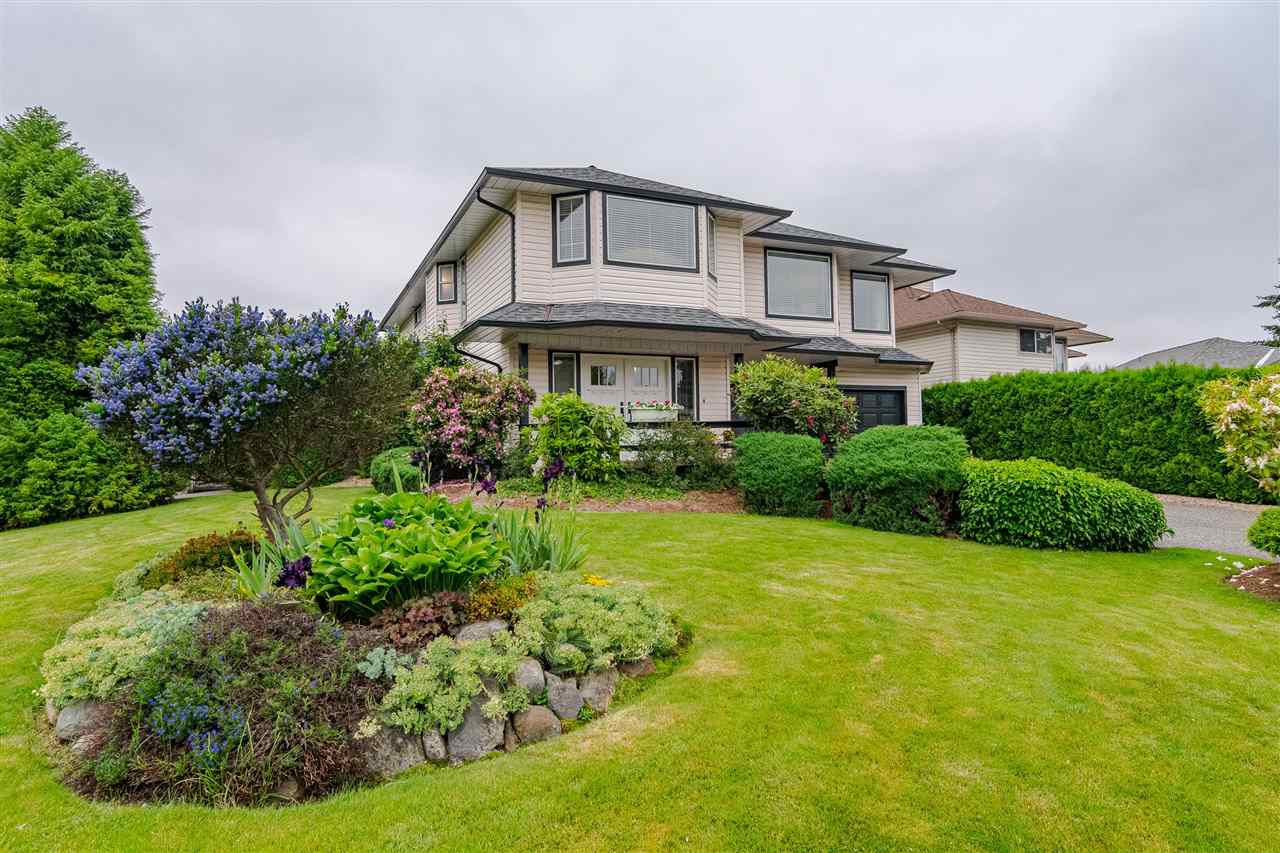 Main Photo: 8839 214 Place in Langley: Walnut Grove House for sale : MLS®# R2374521