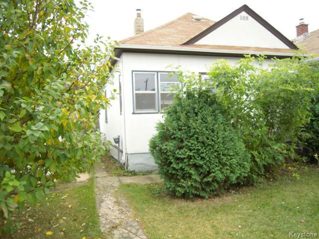 Main Photo: 321 Ferry Road in WINNIPEG: St James Residential for sale (West Winnipeg)  : MLS®# 1321831