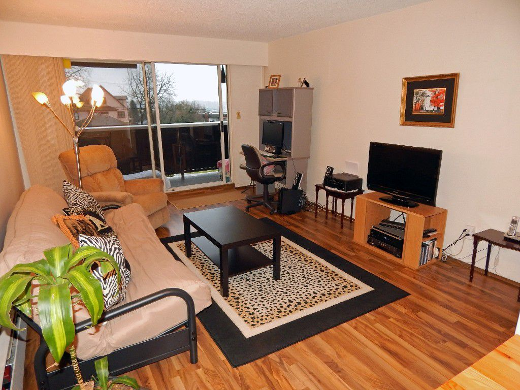 "Main Photo: 209 1011 FOURTH Avenue in New Westminster: Uptown NW Condo for sale in ""CRESTWELL MANOR"" : MLS®# R2016256"