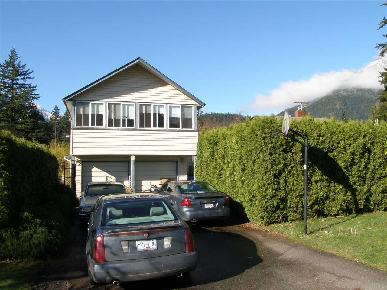 Main Photo: 520 3RD Avenue in Hope: Hope Center House for sale : MLS®# R2048154