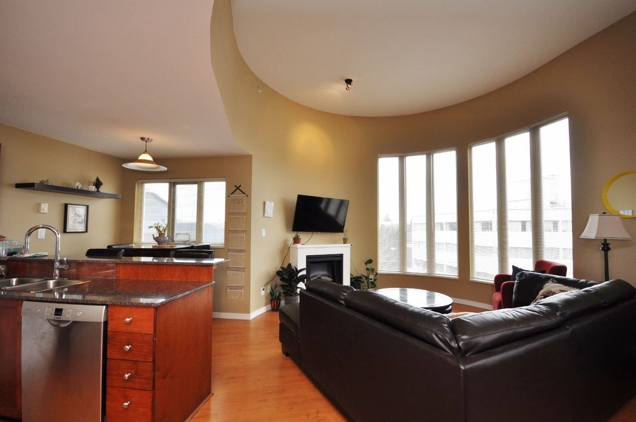 "Main Photo: PH7 3089 OAK Street in Vancouver: Fairview VW Condo for sale in ""THE OAKS"" (Vancouver West)  : MLS®# R2163995"