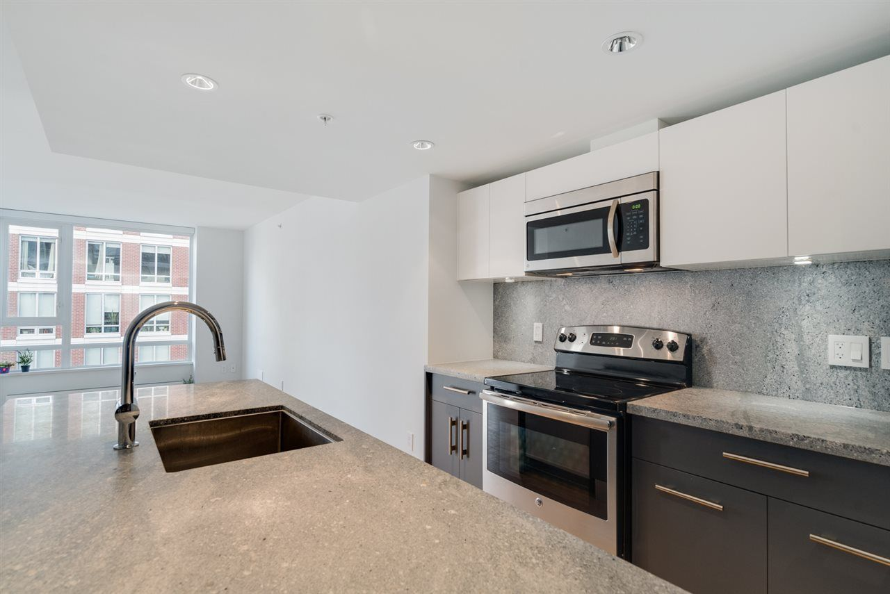 """Main Photo: 708 188 KEEFER Street in Vancouver: Downtown VE Condo for sale in """"188 KEEFER BY WESTBANK"""" (Vancouver East)  : MLS®# R2212683"""