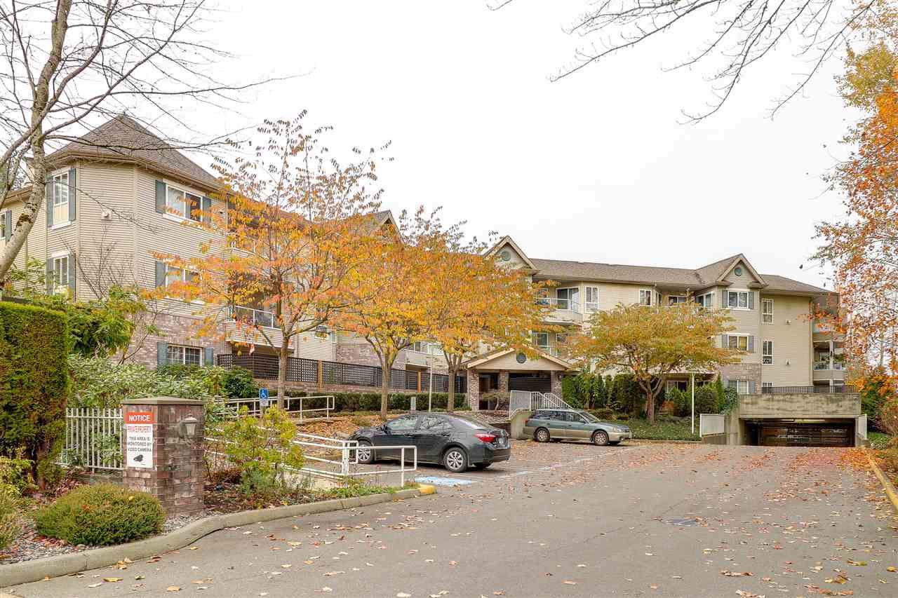 Main Photo: 313 16137 83 Avenue in Surrey: Fleetwood Tynehead Condo for sale : MLS®# R2220205