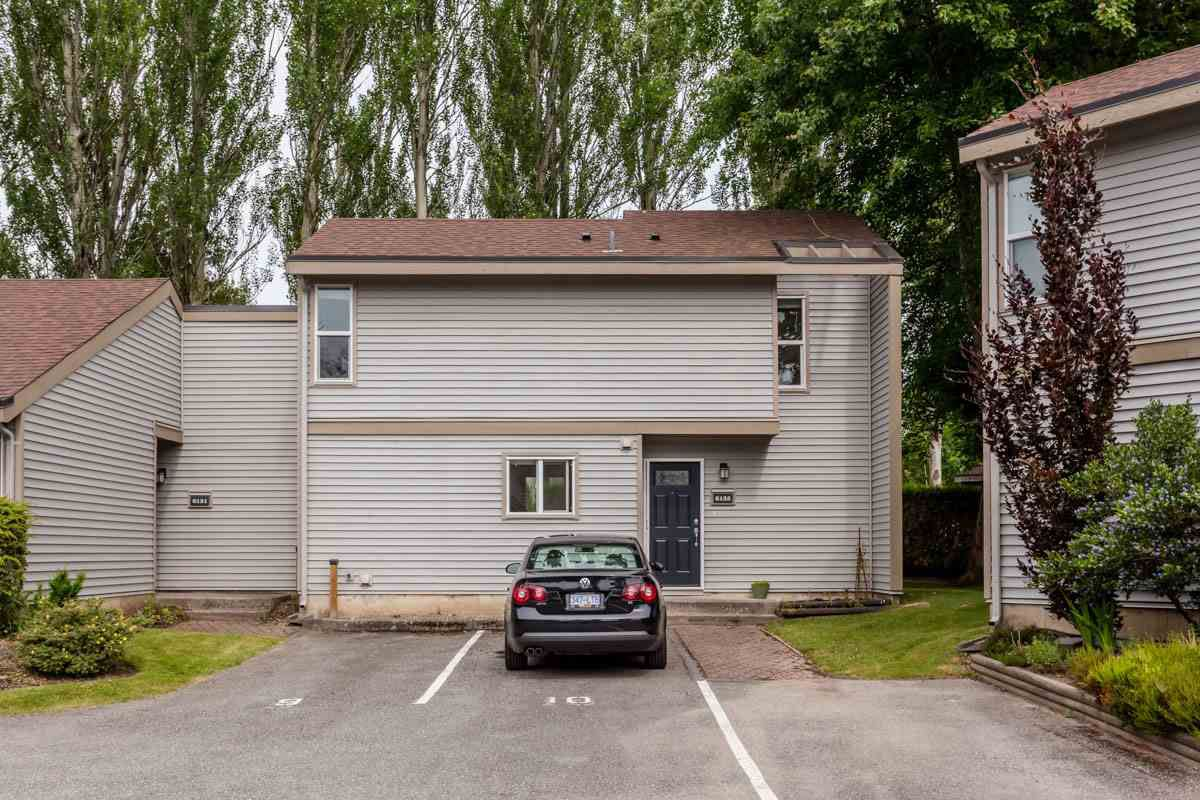 """Main Photo: 6155 E GREENSIDE Drive in Surrey: Cloverdale BC Townhouse for sale in """"Greenside Estates"""" (Cloverdale)  : MLS®# R2279920"""